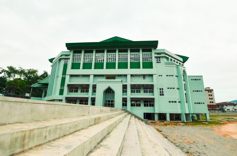Grön företags kontorsbyggnad arkivfoto