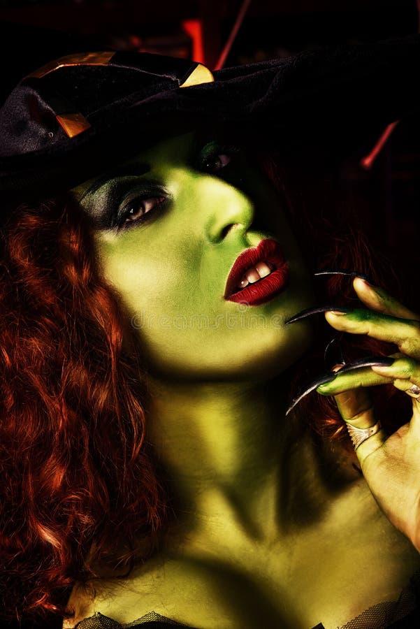 Grön flicka royaltyfri fotografi