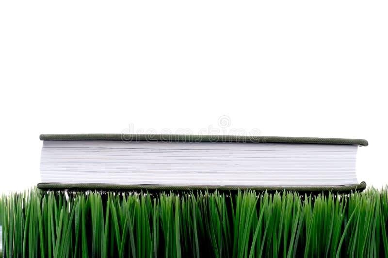 grön hardcover för gräs arkivfoto