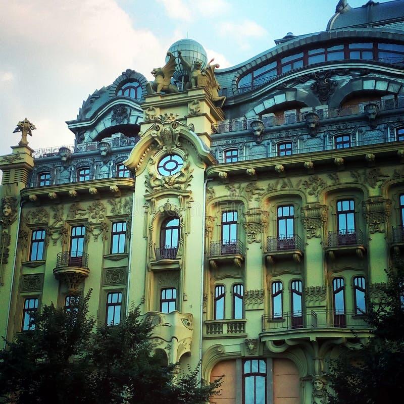 Grön historisk byggnad royaltyfri bild