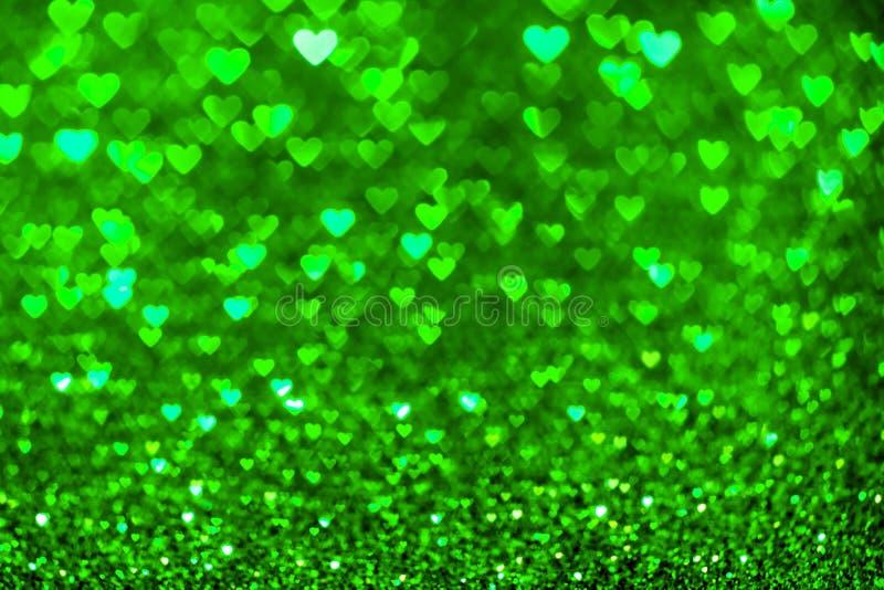 Grön hjärtabokehbakgrund Valentindagtextur royaltyfria foton