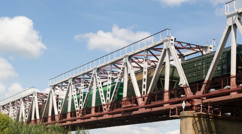 Grön järnväg bro arkivbilder