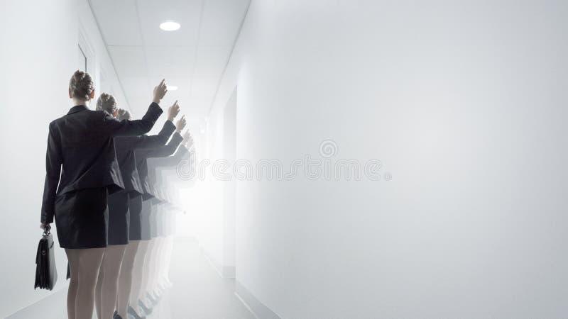 grön kontorsarbetare för bakgrund royaltyfri bild