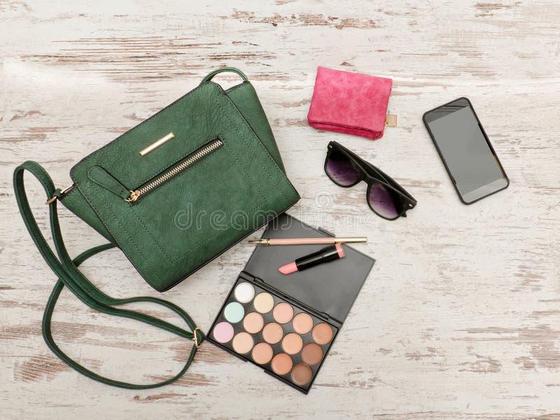 Gröna Damer Handväska, Telefon, ögonskuggapalett Och En