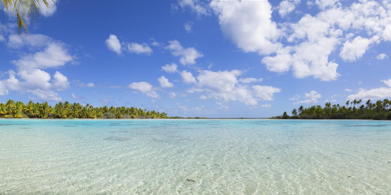 Grön lagun, Fakarava, Tuamotu öar, franska Polynesien royaltyfria foton