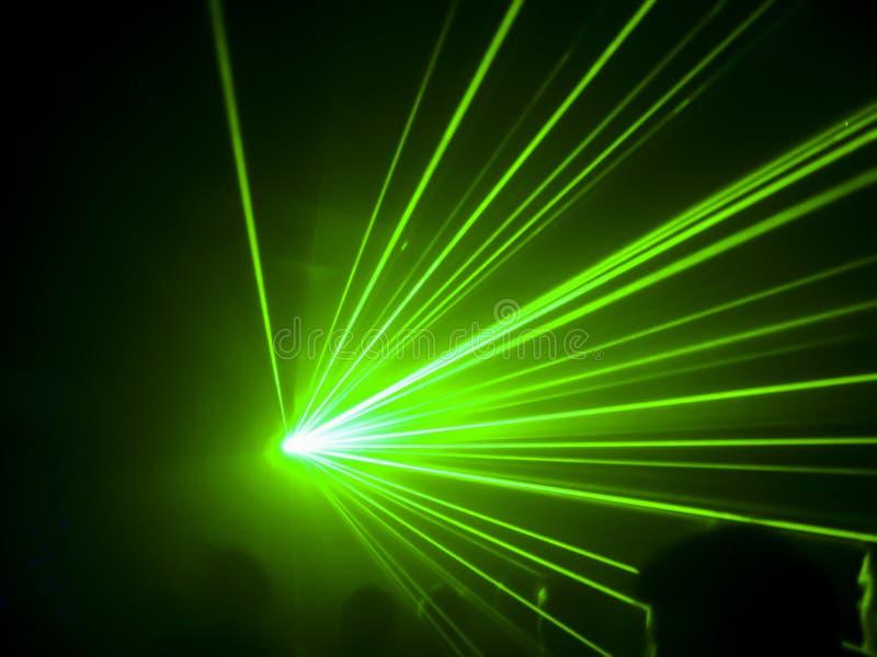 Grön laser för klubba royaltyfria foton