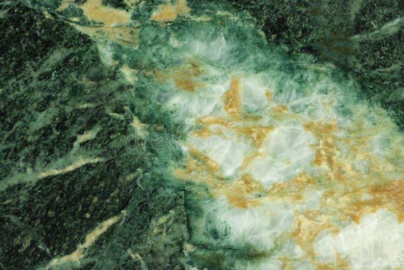 Grön malakityttersida med den vita geoden royaltyfria bilder