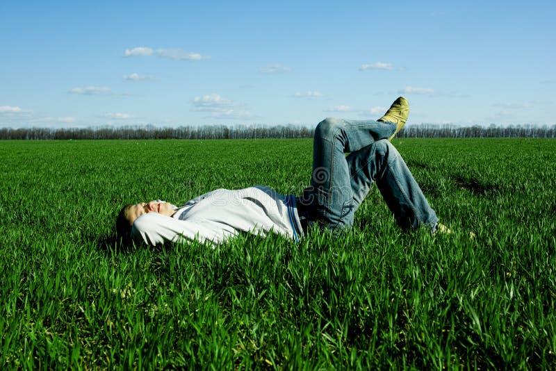 grön man för fält fotografering för bildbyråer