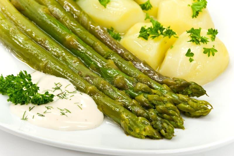 grön potatissallad för sparris royaltyfria foton