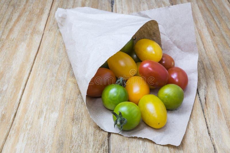 grön röd tomatyellow arkivbild