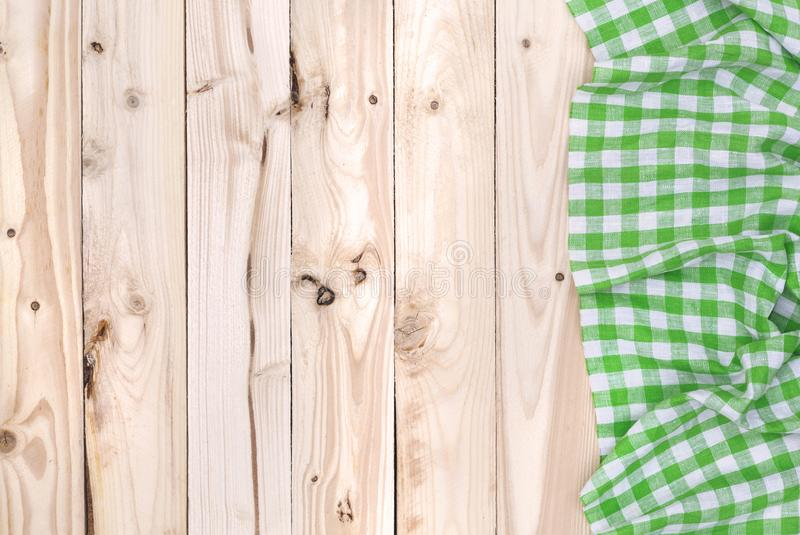 Grön servetttorkduk på trätabellen, bästa sikt royaltyfria bilder