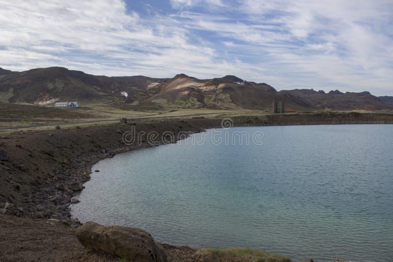 Grön sjö på Krysuvik royaltyfri foto