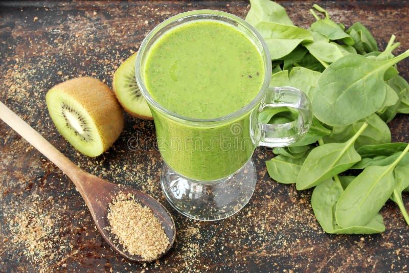 Grön smoothie arkivfoto