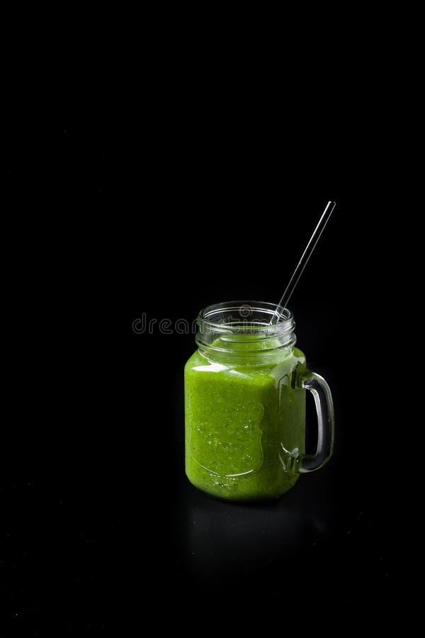 grön smoothie arkivbild