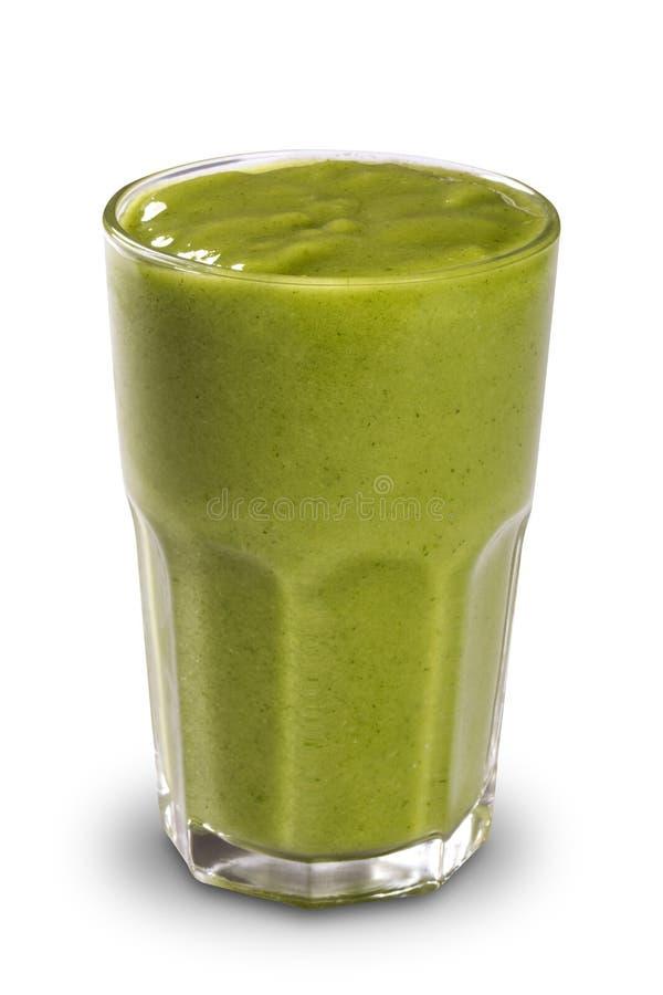 Grön smoothie i ett exponeringsglas med sugrör som isoleras på en vit backgr royaltyfri fotografi