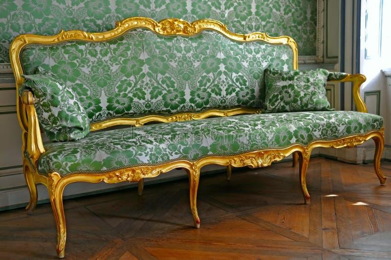 grön sofa arkivbilder