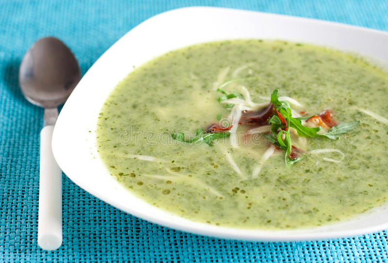 grön soup royaltyfria bilder