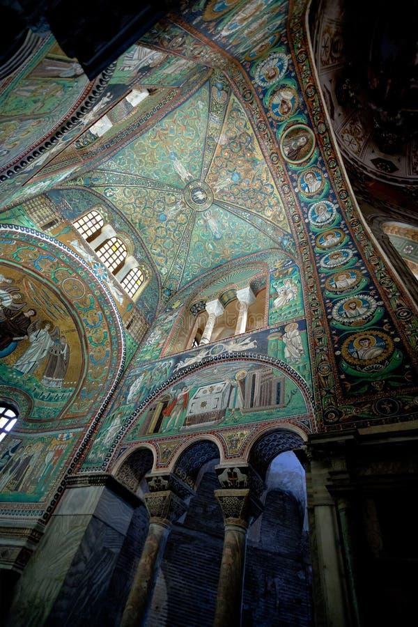 Grön takmosaik i basilicaen San Vitale i Ravenna royaltyfri bild