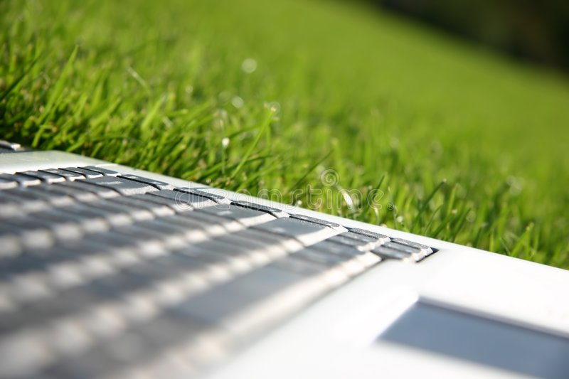 grön tangentbordbärbar dator för fält royaltyfria foton