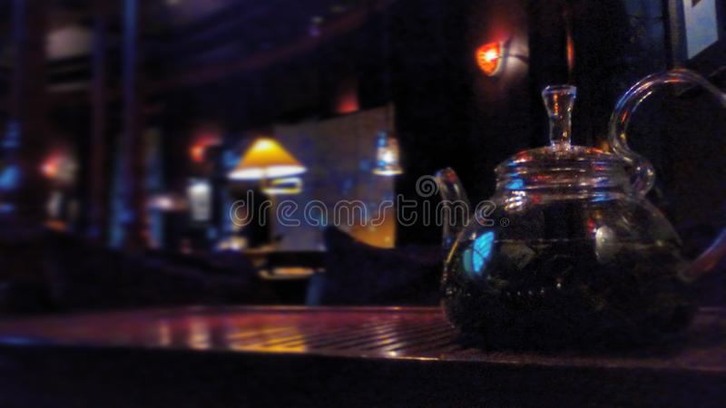 Grön tea med koppen och teapoten royaltyfri fotografi