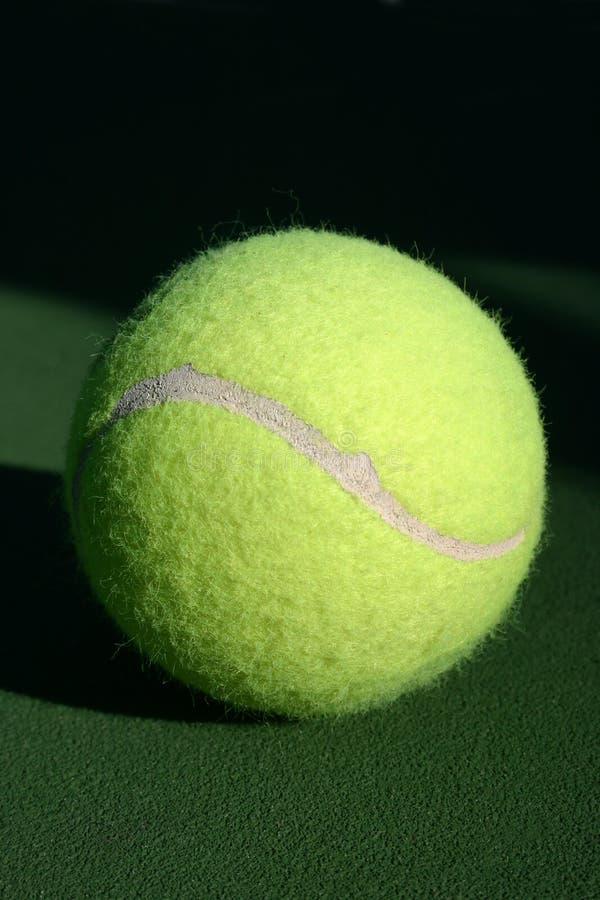 grön tennis för boll arkivbilder