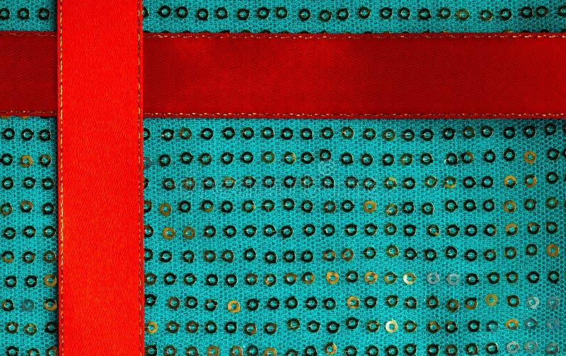 Grön textil för torkduk för abstrakt begrepp för sequinebakgrundstextur och rött band arkivfoto