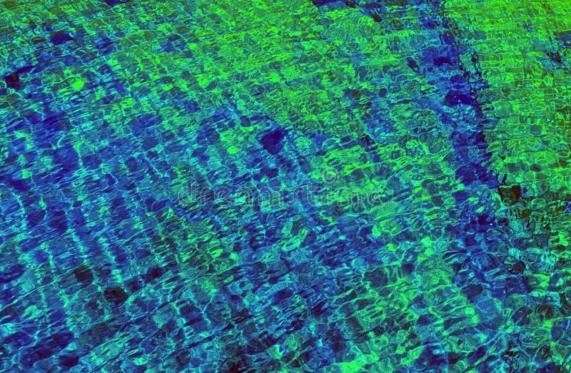 Grön textur för blått vatten med den ljusa lappen av ljus royaltyfria foton