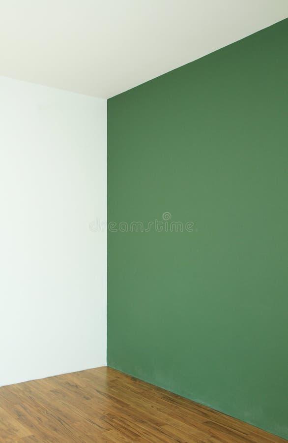 Grön vägg med trägolvet fotografering för bildbyråer