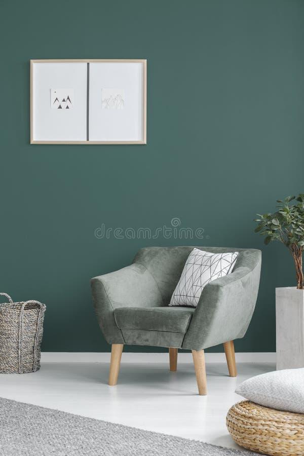 Grön vardagsruminre arkivbilder