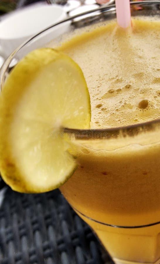 Gröna Apple Ginger Juice arkivbild