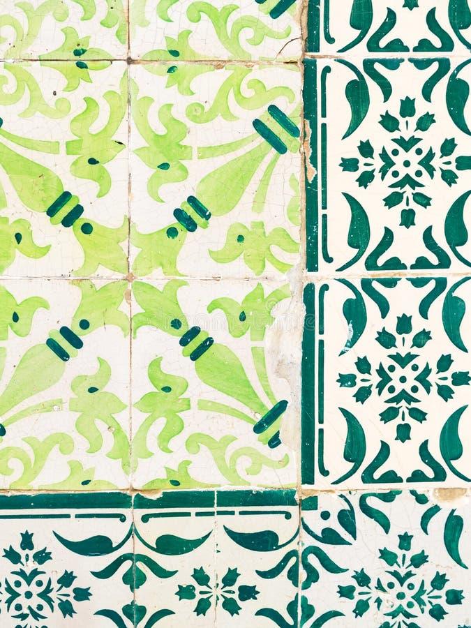 Gröna azulejos, gamla tegelplattor i den gamla staden av Lissabon, Portugal royaltyfri fotografi