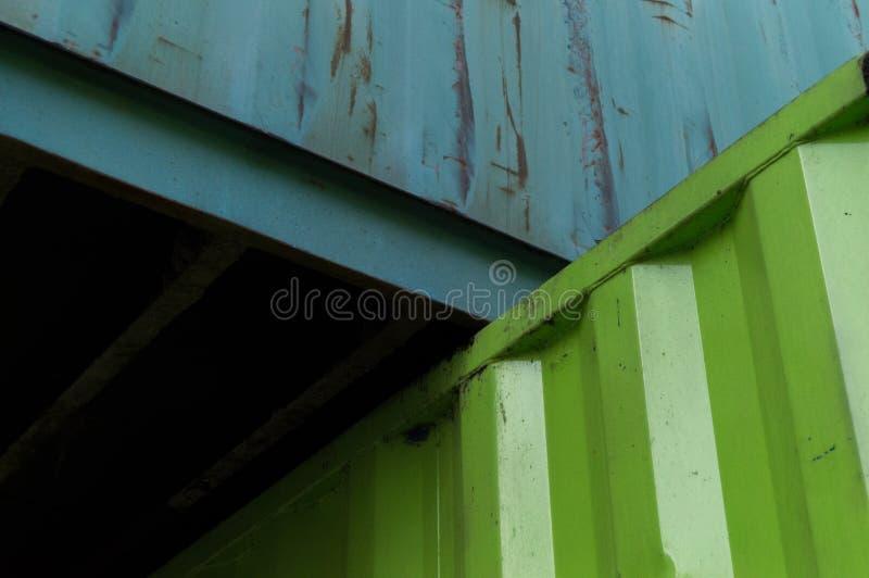 Gröna behållare fotografering för bildbyråer