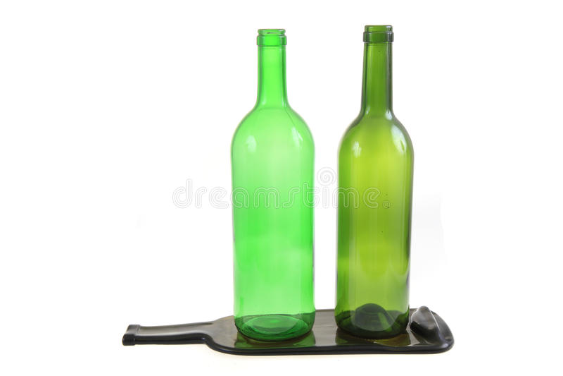 gröna glasflaskor med en plan flaska royaltyfria bilder