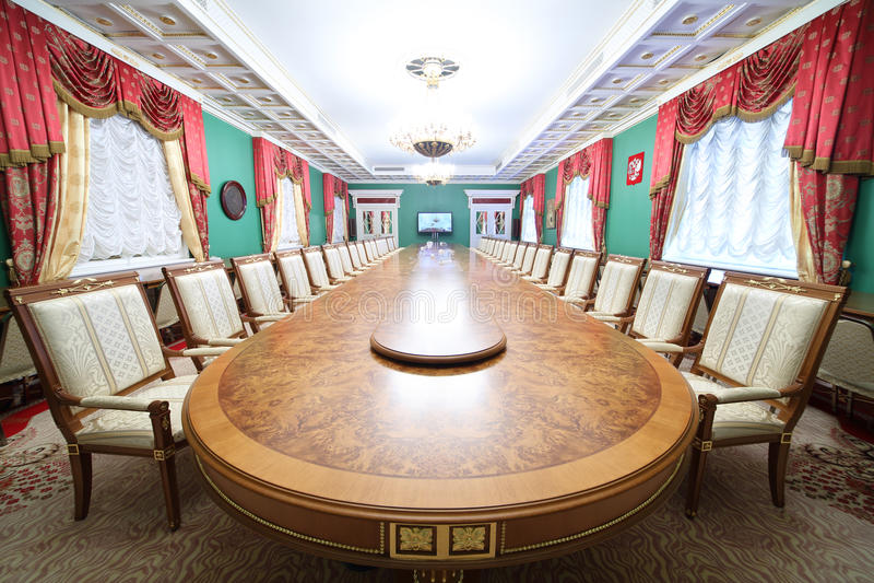 Gröna Hall av gästannexet i storslagen Kremlslott royaltyfria bilder