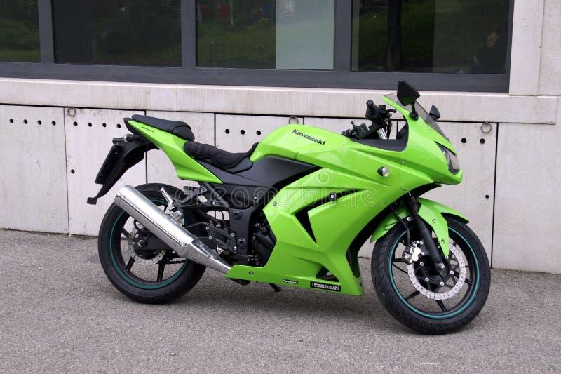 Gröna Kawasaki Ninja 250R arkivfoto