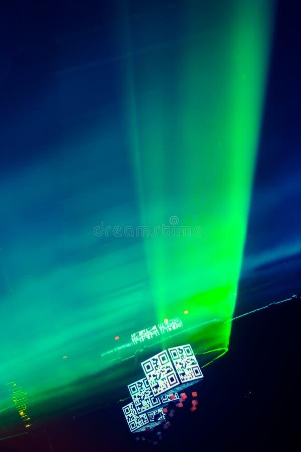 gröna ljusa strålar för laser royaltyfri fotografi