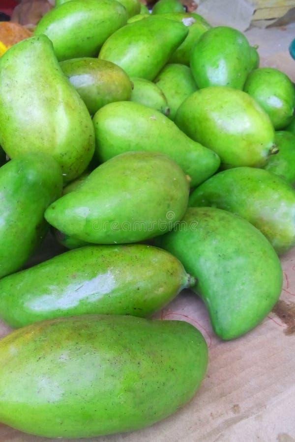 Gröna mango som är till salu i Mexico fotografering för bildbyråer