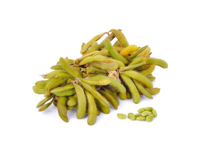 Gröna sojabönor på vit bakgrund arkivfoto
