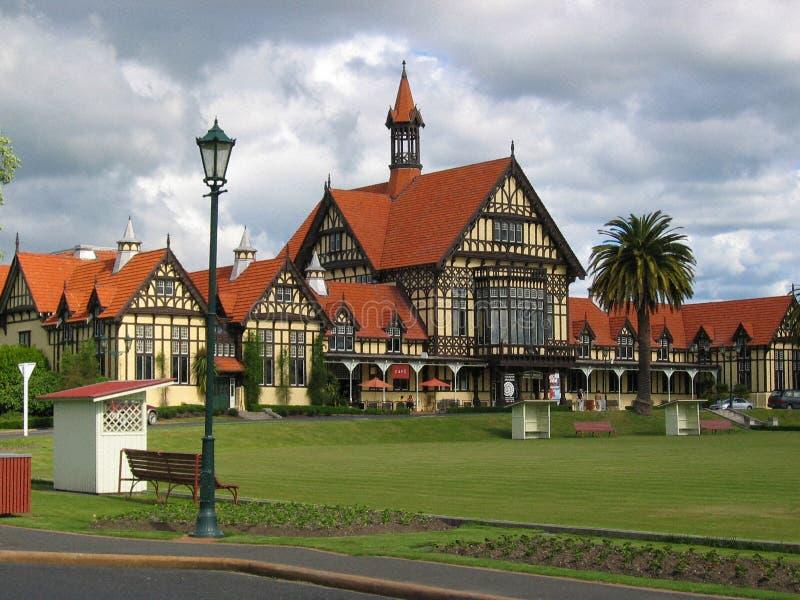 gröna sportar för byggnader royaltyfri foto