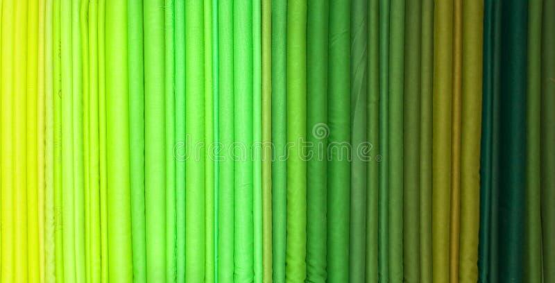 Gröna tonrullar av torkduken royaltyfri bild