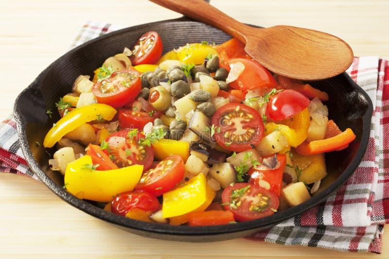 Grönsak för Caponata italiensk matsallad arkivbild