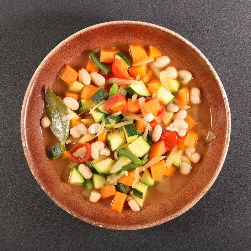 Grönsak och buljong royaltyfri fotografi