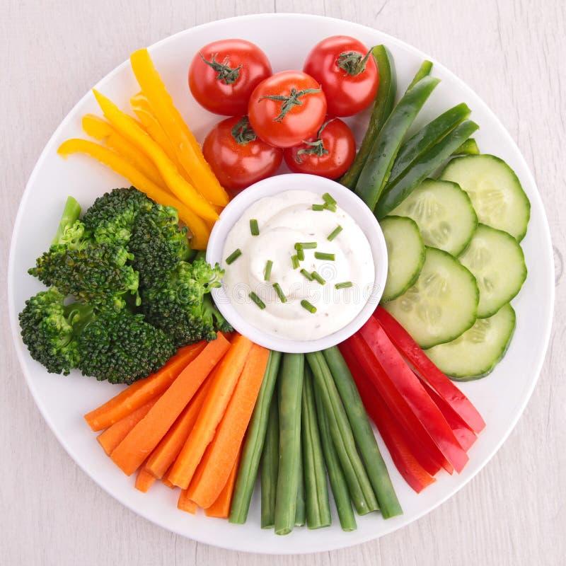 Grönsak och dopp royaltyfria foton
