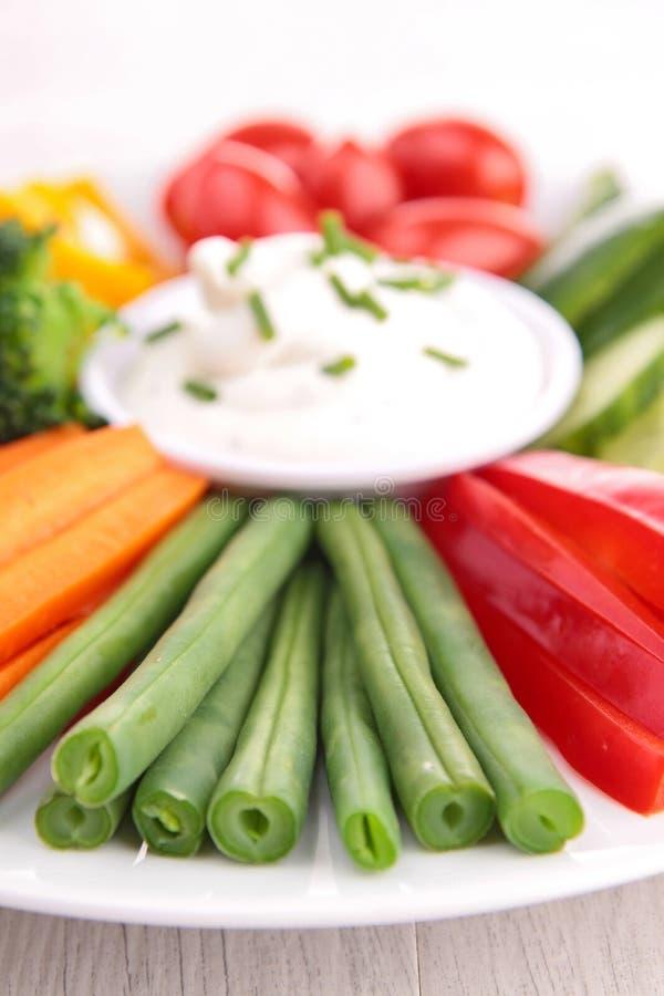 Grönsak och dopp arkivfoto