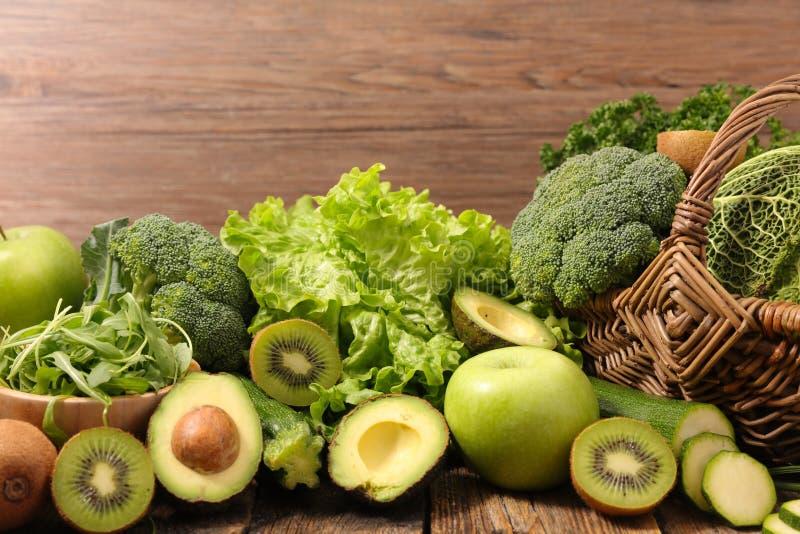 Grönsak och frukt royaltyfri bild