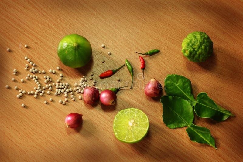 Grönsak och ingredienser arkivbilder
