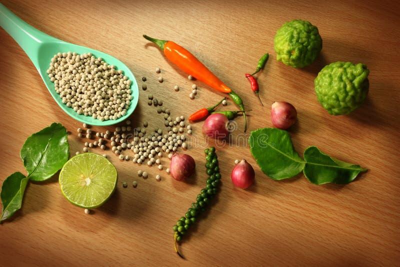 Grönsak och ingredienser arkivbild