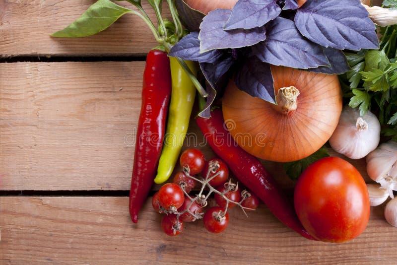 Grönsaker bordlägger på arkivbild