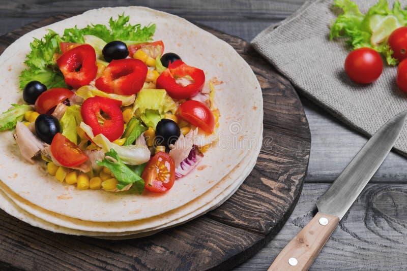 grönsaker för att stoppa tortillor arkivbild