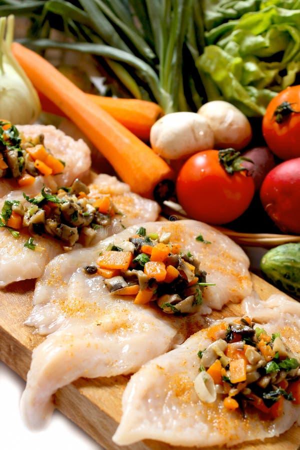 grönsaker för garnering för bröst höna fyllda rå arkivfoto